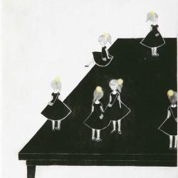 黄色い髪飾りの女の子1m